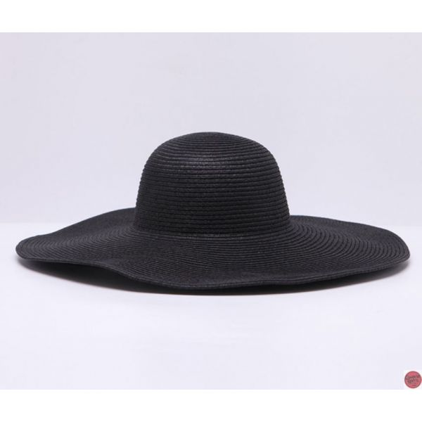 Sombrero elegante para mujer que protege la cabeza del sol en una amplia  parte dado que es un sombrero con una ala ancha. Hecho de paja y con alta  variedad ... abda43d3c05