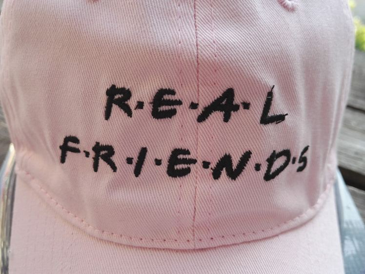 gorra real friends
